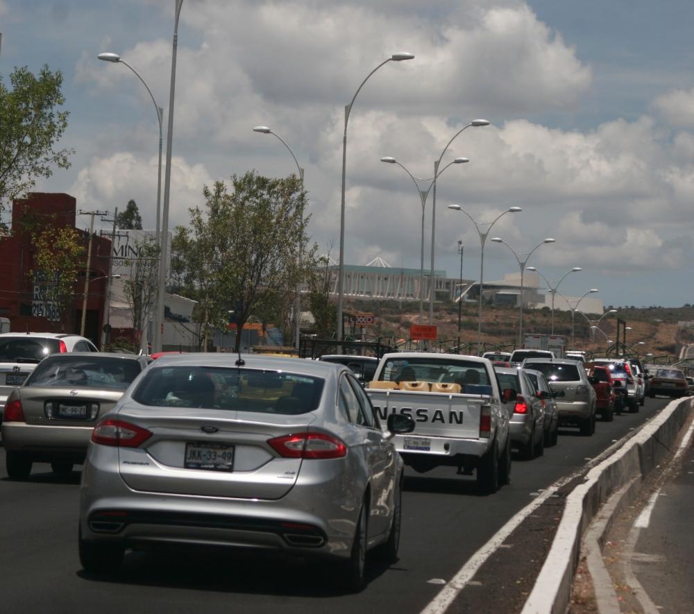 Tráfico en Boulevard Bernardo Quintana Querétaro. Foto: Ketzalkoatl